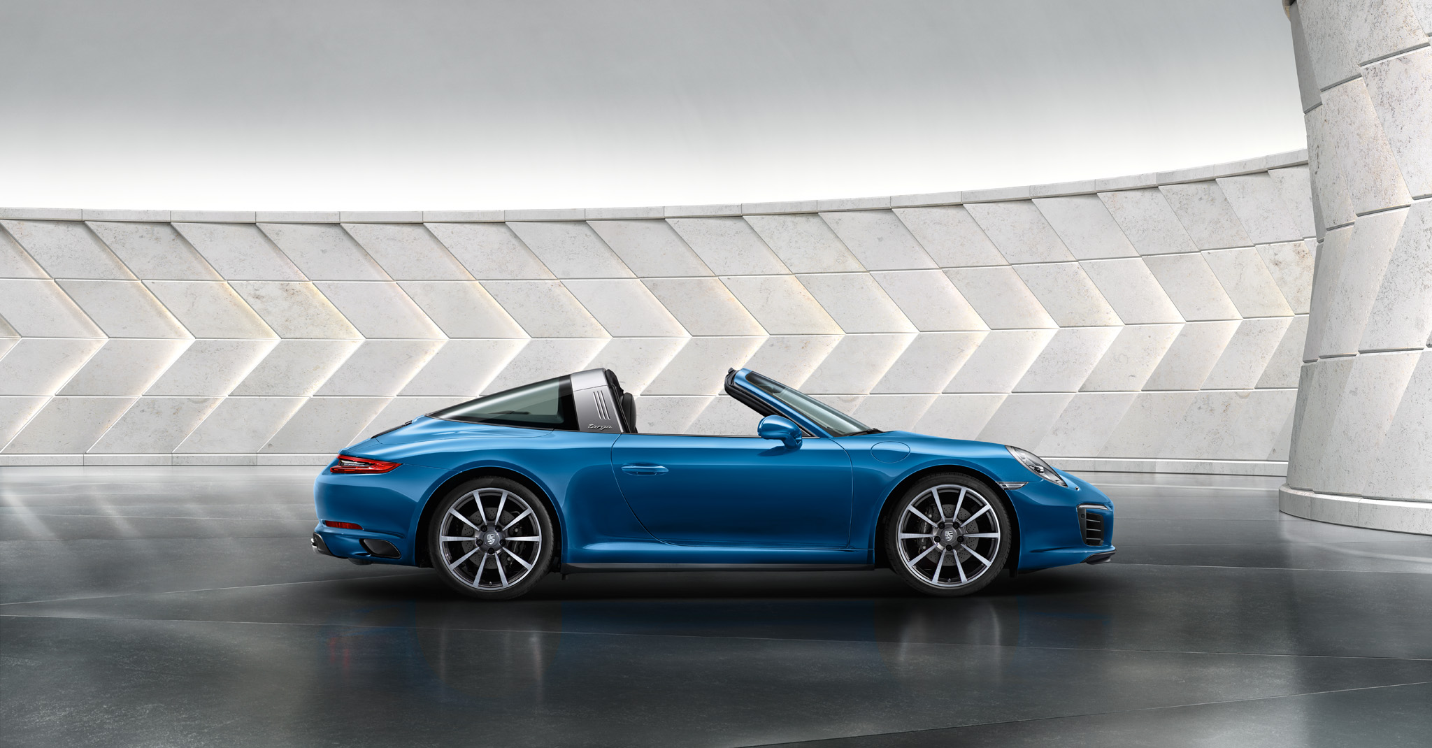 The new 911 Targa 4. Ever ahead.
